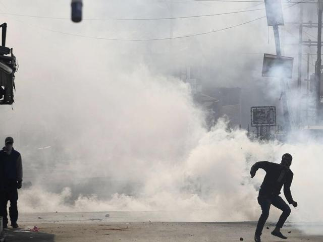 Police and paramilitary soldiers used dozens of tear smoke shells and fired rubber bullets to disperse Kashmiri protesters in Srinagar.