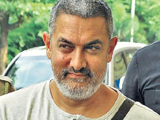 Inspired from Aamir's Satyamev Jayate episode which was based on solid waste management, a group of MC officials held a discussion on various aspects with Aamir Khan at the deputy commissioner's residence on Saturday evening.