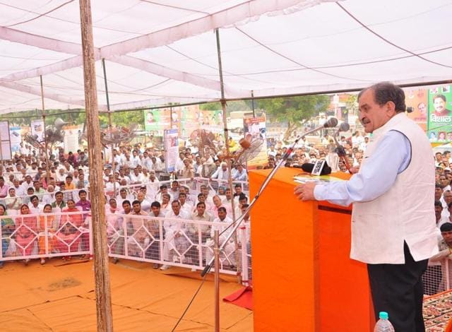 Union rural development minister Birender Singh adressing a rally in Hisar on Sunday.