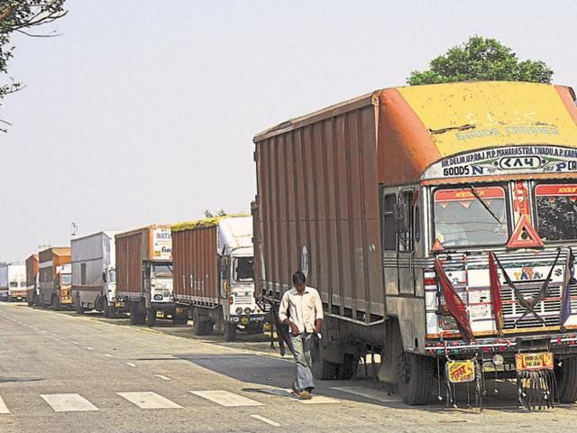 The pass system followed by the concessionaire allows trucks to enter and exit the city multiple times without any additional charges. (Dijeshwar Singh/ HT Photo)