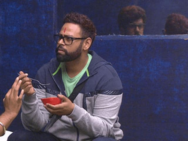 Andy interacts with Suyyash inside the Bigg Boss 9 house.