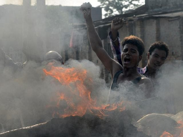 Nepalese activists chant slogans near the Nepal-India border at Birgunj, some 90 kms south of Kathmandu on November 3, 2015.