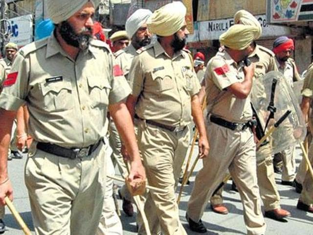 SAD (Amritsar) general secretary Jaskaran Singh Kahansinghwala on Wednesday said he, along with other protesters, had given the Faridkot police a list of six people who, they suspected, were involved in the incident. However, the police allegedly did not pursue the lead.
