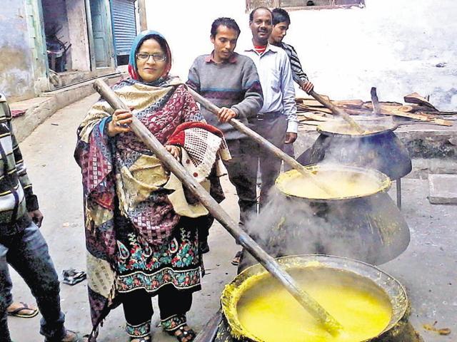 Members of the Muslim community prepare 'Haleem' for a community feast in Kota.