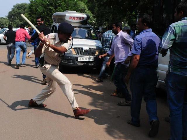 Kusum Mehdele,Shivraj Singh Chouhan,kick controversy