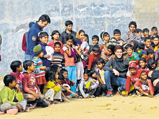 Saajan Abrol along with volunteers and beneficiaries of The Clothes Box Foundation.