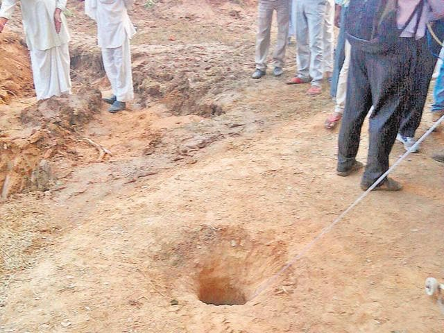 Oxygen being supplied through a pipe into the borewell where the boy fell in Alwar on Tuesday.