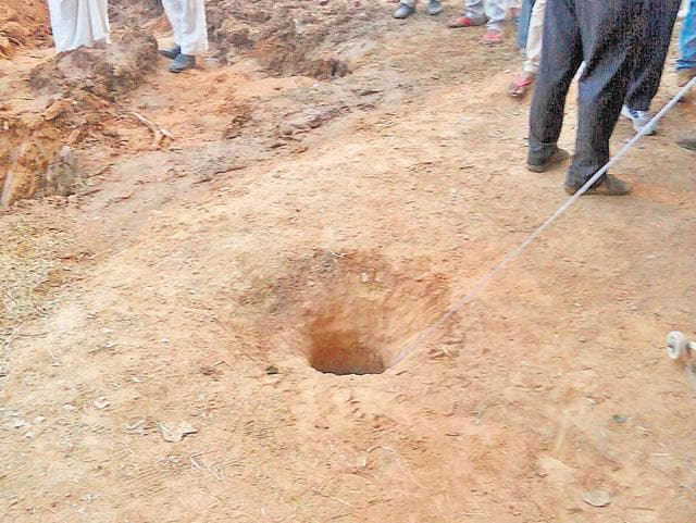 Rajasthan,Alwar,boy falls in borewell