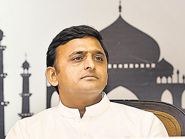 CMAkhilesh Yadav on Wednesday allocated portfolios to 30 ministers and reallocated departments to some others, even as he retained important ministries like health, finance and home with himself.