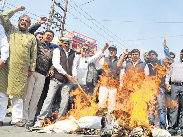 Congress members burn effigies of Bharatiya Janata Party in Dehradun on Wednesday.