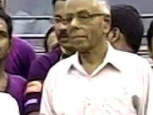 MK Narayanan,Slipper hurled at MK Narayanan,Sri Lankan Tamils