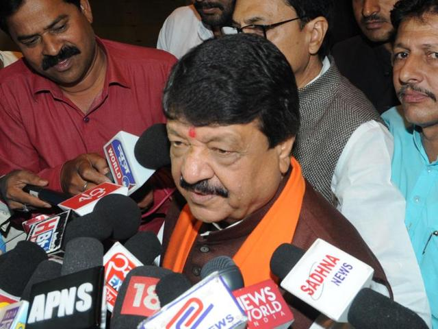 Kailash Vijayvargiya,Kailash Vijayvargiya tweets against Shah Rukh Khan,rising religious intolerance in India