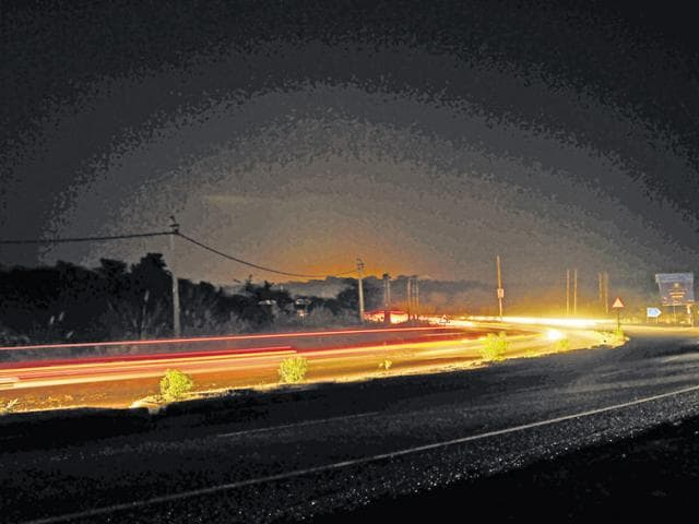 The Gurgaon-Faridabad road is one of the major links between the two cities.