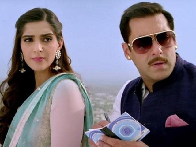 Sonam Kapoor, Salman Khan in Prem Ratan Dhan Payo. The film will release in India and Pakistan on the same day.