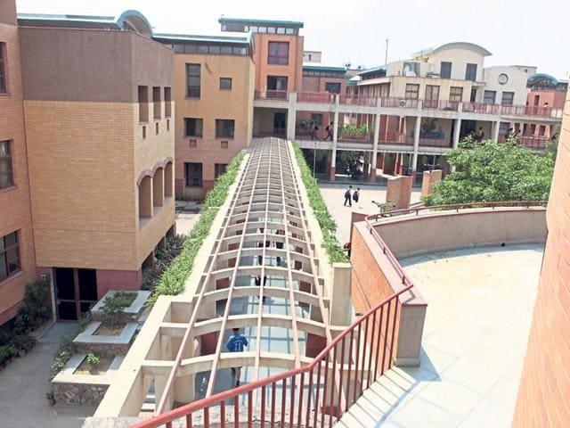 The Sanskriti School at Chanakyapuri in New Delhi is run by the Civil Services Society.