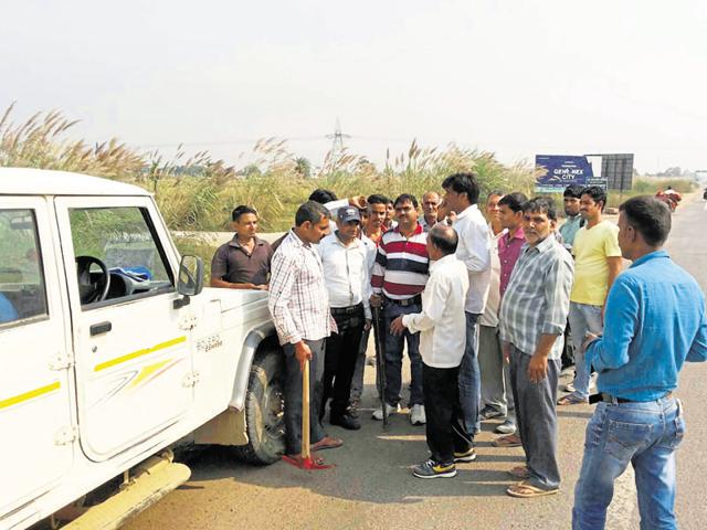 Farmers had chased away officials of the National Highways Authority of India when they came to survey the land for the project in May.