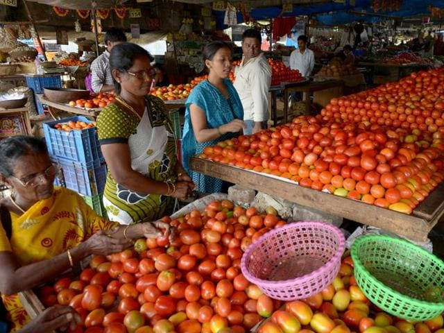 The price of tomato at the APMC wholesale market in Vashi was Rs14 to Rs18 a kg on October 23. It has now soared to Rs24 to Rs28 a kg.