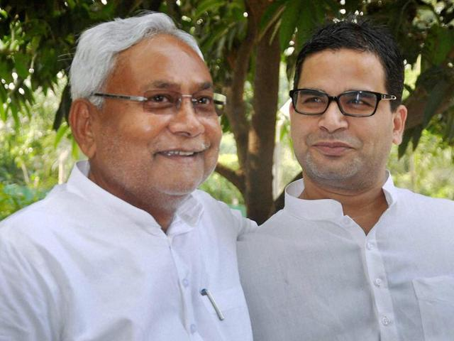 Bihar chief minister Nitish Kumar with his campaign strategist Prashant Kishor after Grand Alliance's victory in Bihar assembly elections in Patna.(PTI Photo)