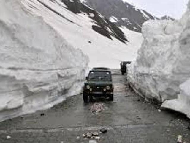 The highway was closed due to heavy snowfall at Zojila Pass and other places along the route on November 5.