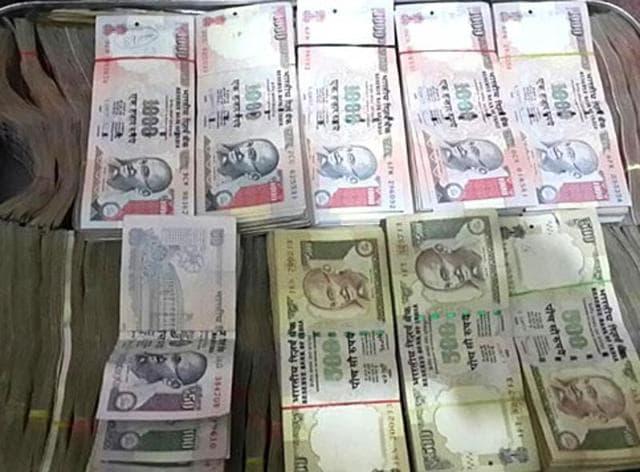 Noida,robbery,factory van robbed in Noida