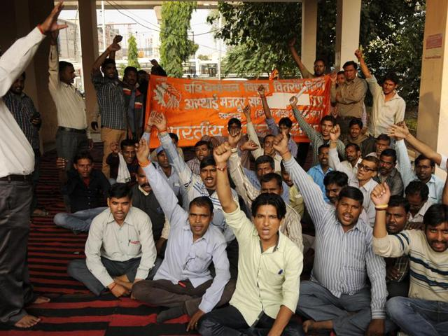 engineers strike,engineers protest against Datia collector,Madhya Pradesh