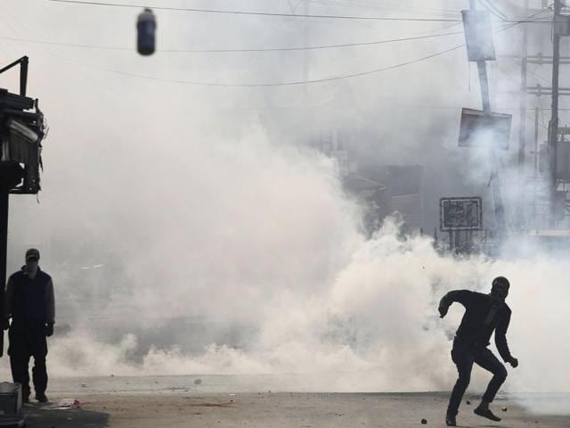 A large number of youths came on streets and pelted stones on security forces .
