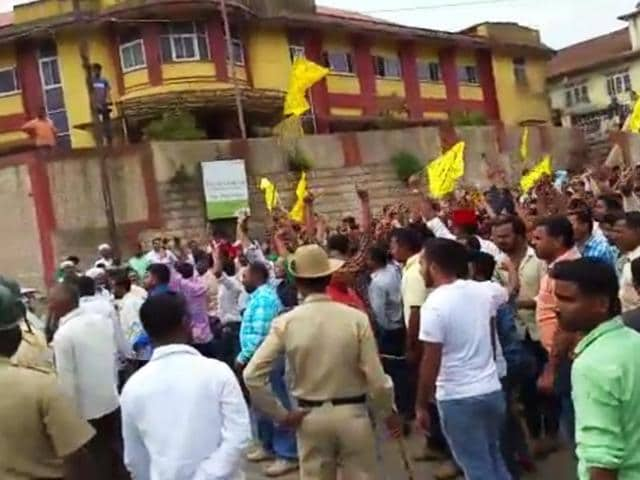 Members of saffron organisations clashed with police over celebrations to mark the birth anniversary of Mysore ruler Tipu Sultan.(HT Photo)