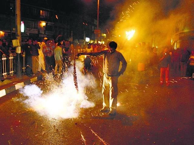 "Pollution level during Diwali night is expected to be ""severe"" due to bursting of firecrackers."