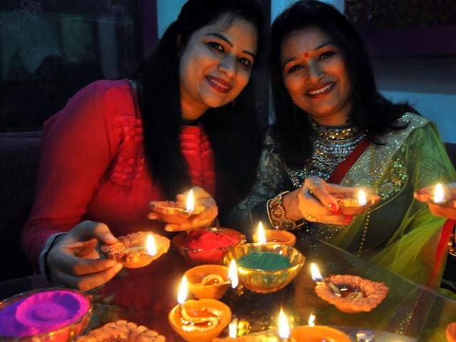 People throng markets to purchase gifts and sweets on the eve of Diwali in Bhopal.