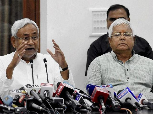 Bihar chief minister Nitish Kumar and RJD chief Lalu Prasad at a press conference after Mahagathbandhan's (Grand Alliance) victory in Bihar assembly elections at RJD office in Patna on Sunday.