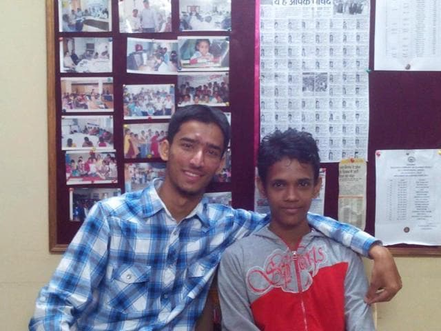 Ramzan (right) with Hamza Basit in Bhopal. Basit traced Ramzan's mother in Pakistan through social media and made them talk to each other after 5 years.