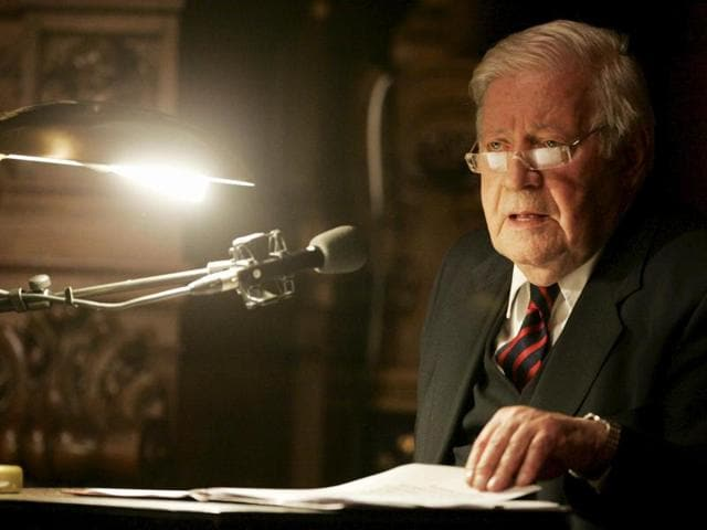 Former German chancellor Helmut Schmidt makes a speech during a dinner held in honour of Chinese prime minister Wen Jiabao in the great festival hall at the town hall in Hamburg.