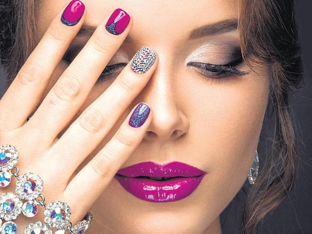 Use only one finger for the jewelled effect.