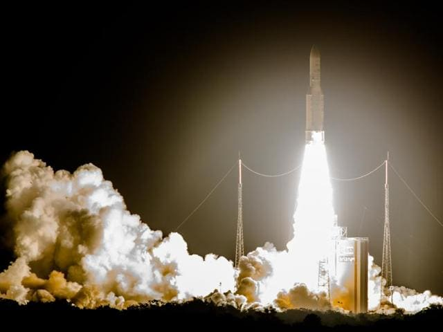 The Ariane 5 rocket successfully launched a pair of communications satellites, Isro's GSAT-15  and ARABSAT-6B (BADR 7) for the Saoudian operator Arabsat .