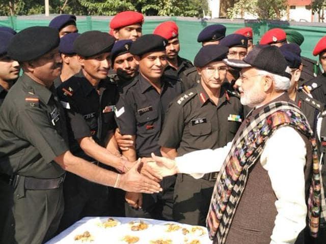 Narendra Modi,Diwali,Surprise visit to jawans