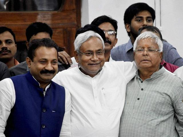 Bihar chief minister Nitish Kumar (C), RJD chief Lalu Prasad (R)  and Congress state president Ashok Chaudhary (L) at a press conference in Patna after Mahagathbandhan's (Grand Alliance) victory in Bihar assembly elections.