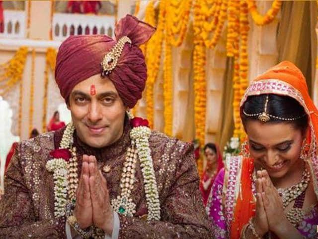 Salman Khan and Sonam Kapoor in a still from Prem Ratan Dhan Payo song Jalte Diye