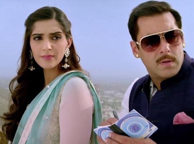 Salman Khan and Sonam Kapoor in a still from Prem Ratan Dhan Payo song Jalte Diye.