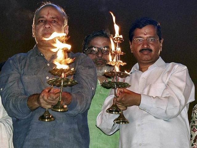 Delhi Chief Minister Arvind Kejriwal along with his deputy Manish Sisodia performing 'aarti' of Yamuna River.