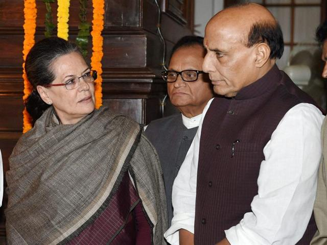 BJP senior leader LK Advani with home minister Rajnath Singh and Congress president Sonia Gandhi after paying homage to India's first prime minister Jawaharlal Nehru on his birth anniversary at the Central Hall of Parliament, in New Delhi on Saturday.