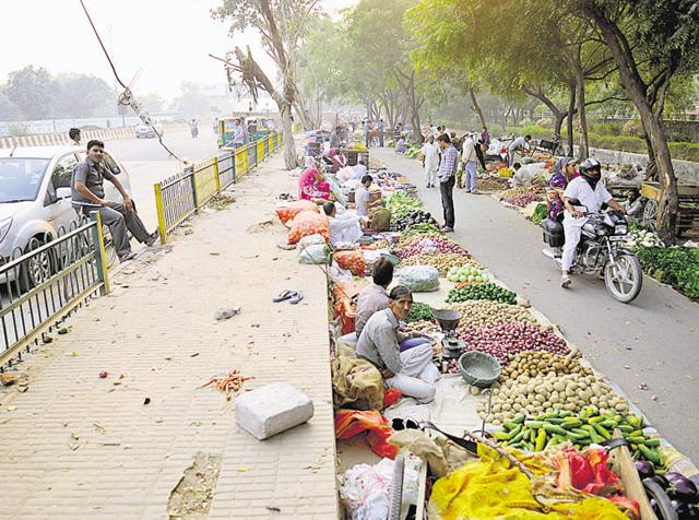 Noida,encroachments,service roads in Noida
