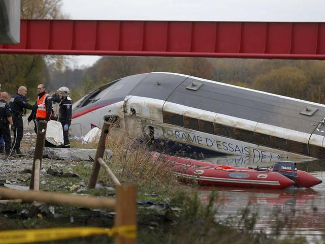 Rescue workers search the wreckage of a test TGV train that derailed and crashed in a canal outside Eckwersheim near Strasbourg, eastern France, November 14, 2015.