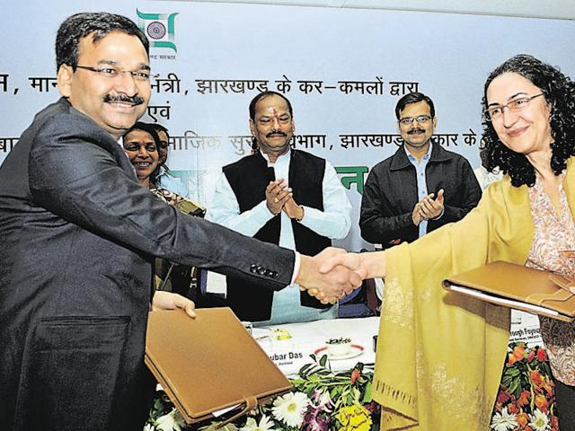 Chief minister Raghubar Das and officials during the signing of a pact between the state government and Inicef in ranchi on Friday.