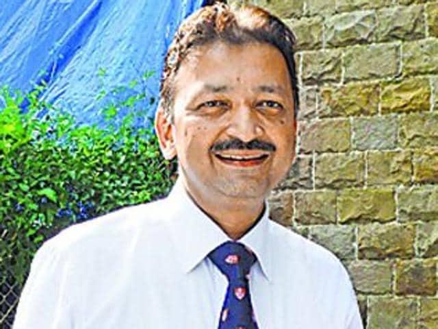 Sanjay Deshmukh,Law exam paper,Mumbai University V-C