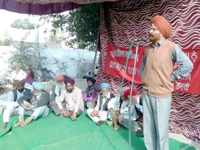 Communist Party of India (Marxist-Leninist, Liberation) Punjab secretary Gurmit Singh Bakhatpura addressing the 'Shaheedi Conference' at Khanna Chamaran village in Gurdaspur district on Sunday.