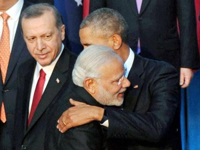 Turkish President Recep Tayyip Erdogan, right, talks with Prime Minister Narendra Modi, left, prior to their meeting at the G-20 Summit in Antalya, Turkey, Monday, Nov. 16, 2015.