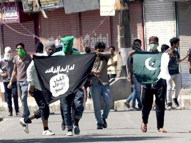 File photo of Kashmiri protesters displaying the flags of IS and Pakistan flag during a protest against the alleged desecration of Jamia Masjid by police in Srinagar.
