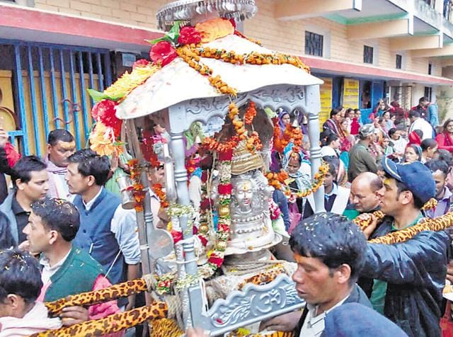 Palanquin (Doli) of Lord Shiva being taken away after closing of portals of Kedarnath shrine in Rudraprayag district on Saturday.