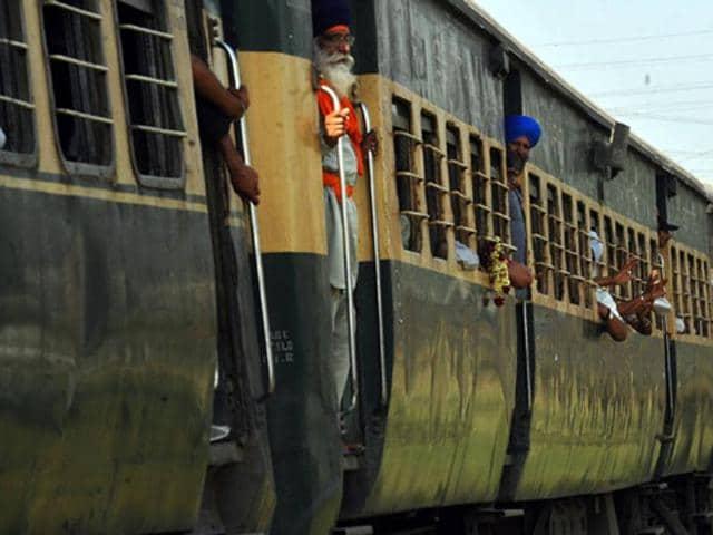 Pakistan train derails,Balochistan