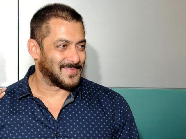 Salman Khan, Sonam Kapoor and director Sooraj Barjatya talk to reporters on Monday as they thank the audience for the love and support they have shown for their film Prem Ratan Dhan Payo in Mumbai.